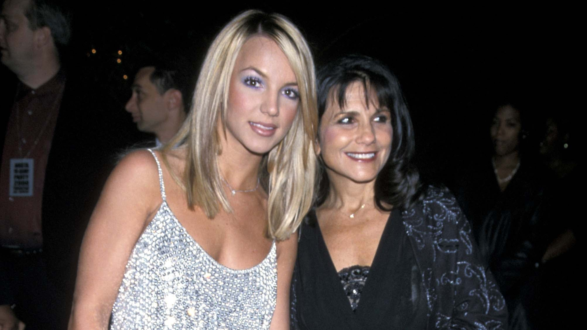 Britney Spears Mom Lynne Backs Her Daughter S Request To Have Trust Company Take Over Finances Entertainment Tonight