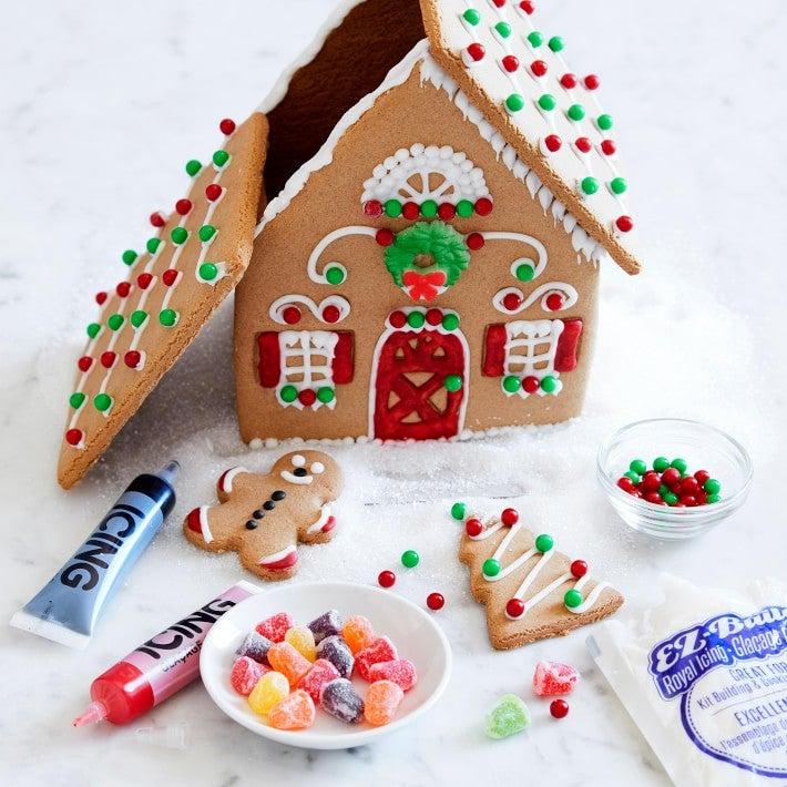 Williams Sonoma Gingerbread House Kit