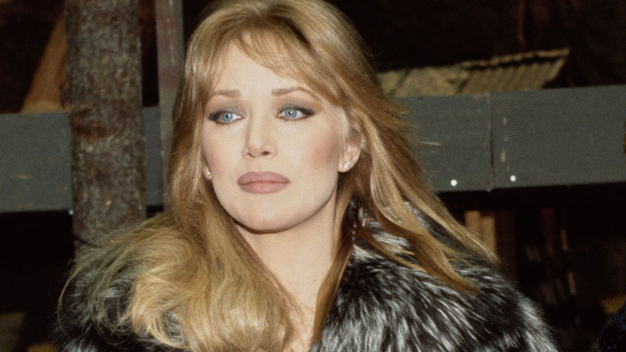 Tanya Roberts, Bond Girl & 'That 70's Show' Star, Dead at 65 |  Entertainment Tonight