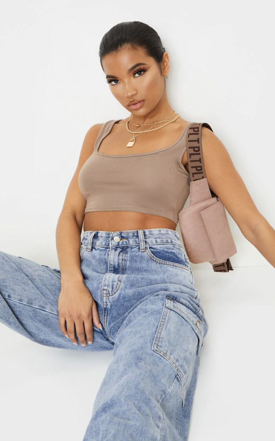 PrettyLittleThing Basic Mocha Scoop Neck Crop Top