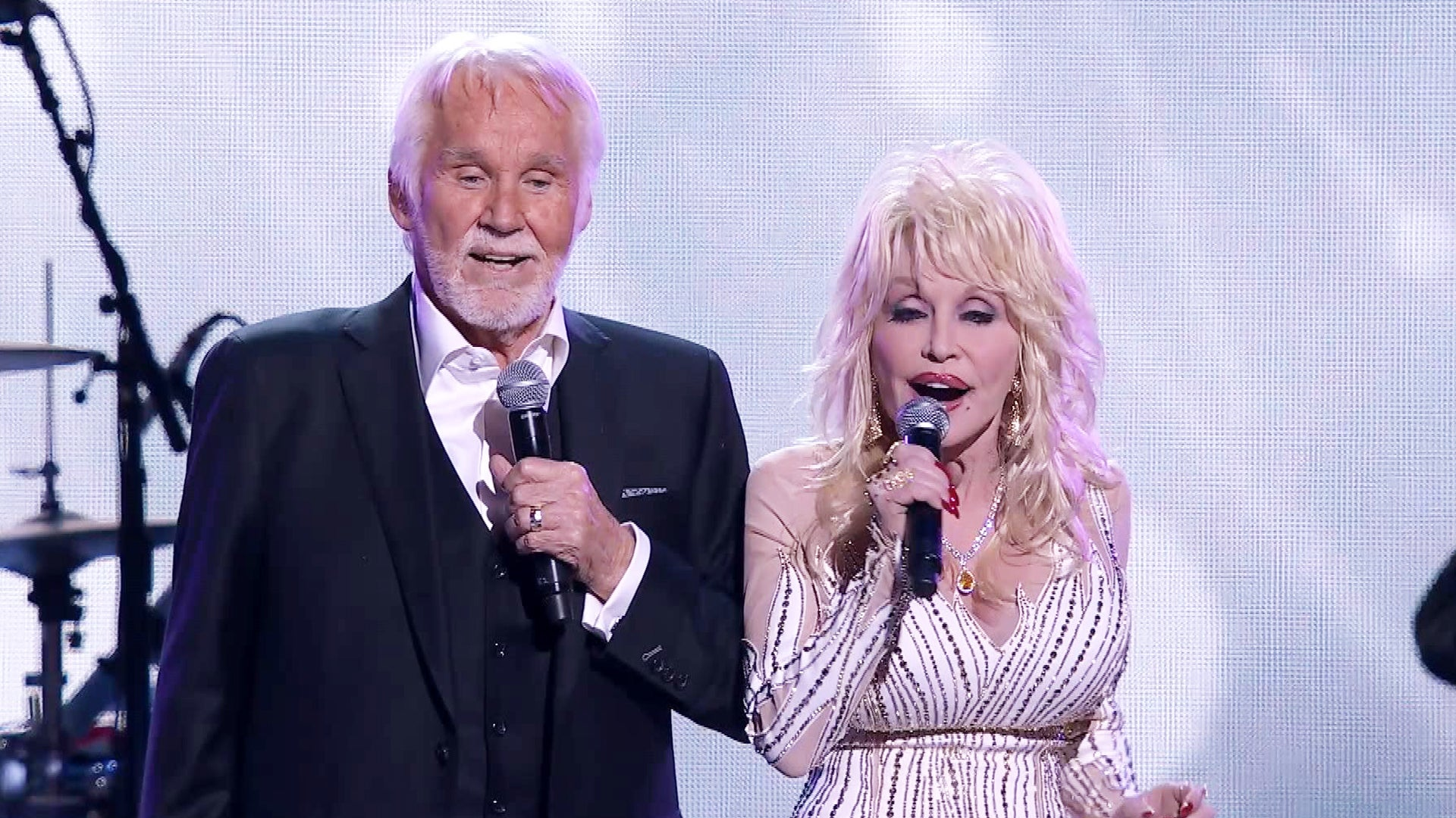 Watch Kenny Rogers and Dolly Parton's Final Performance of 'Islands in the Stream'