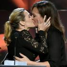 Kate Winslet kisses Allison Janney