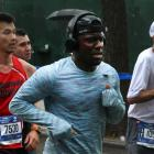 Kevin Hart runs the 2017 NYC marathon.