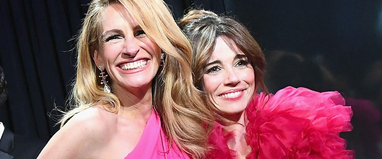 Julia Roberts and Linda Cardellini