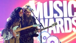 H.E.R. and Chris Stapleton Deliver Powerful Duet of 'Hold On' at 2021 CMT Awards
