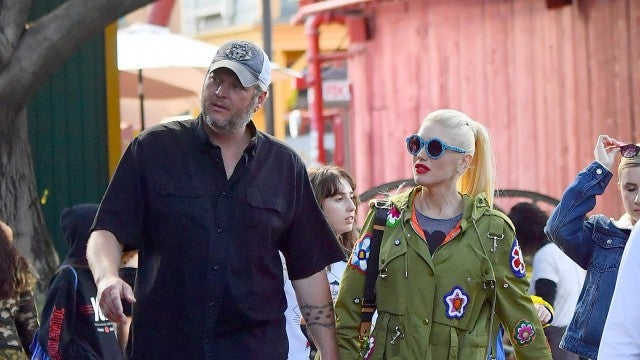 Gwen Stefani and Blake Shelton Pack on the PDA at a Theme Park