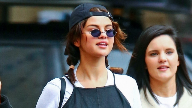 Selena Gomez Replicates One of Jennifer Aniston's Most Iconic '90s Outfits