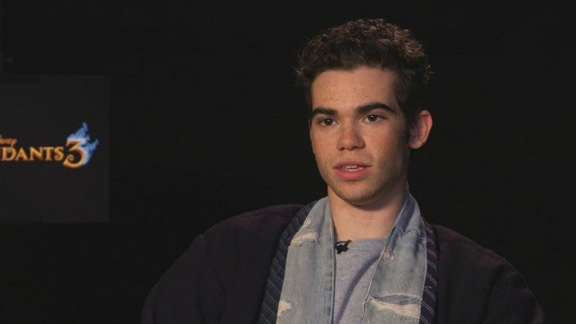 Cameron Boyce (22234), DESCENDANTS (22282)