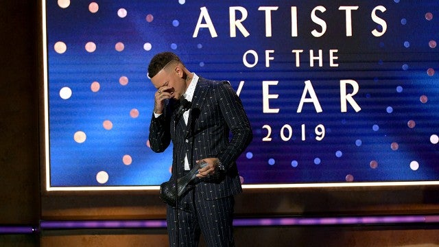 Kane Brown Cries While Honoring Late Drummer Kenny Dixon at 2019 CMT Artists of the Year
