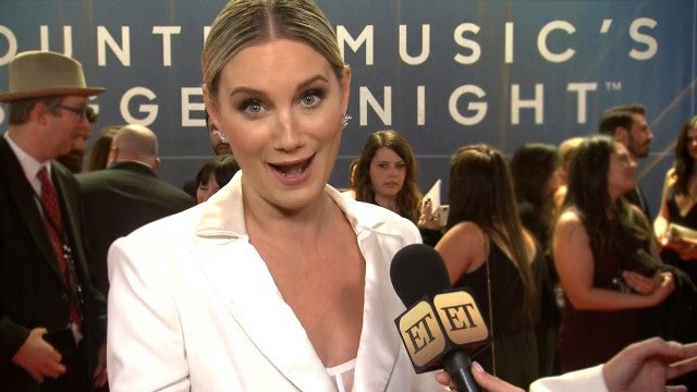 Jennifer Nettles on Making a Statement With Equal Pay Gown | CMA Awards 2019