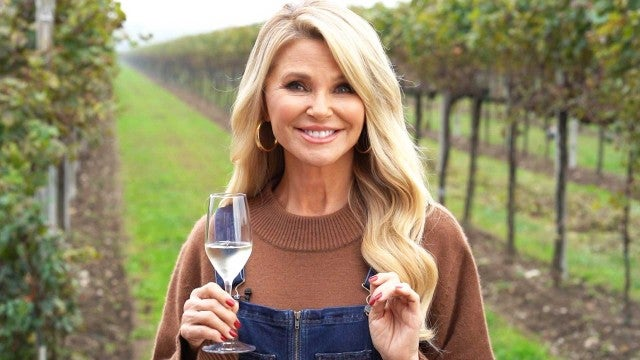 Making Prosecco With Christie Brinkley | ET Hollywood How-To