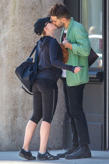 Scarlett Johansson Shows Off Her Post-Baby Body While ...