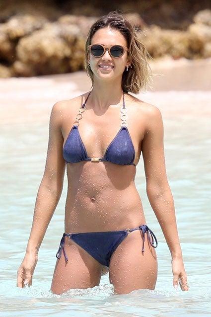 Is Jessica Bod Dropping Jaw Bikini FlawlessEntertainment Alba's EHIbWD9Ye2
