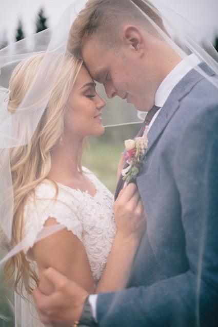Lindsay Arnold Wedding.Dwts Pro Lindsay Arnold Marries Longtime Boyfriend Sam Cusick