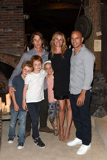 julia roberts steps out with family see how big her kids have