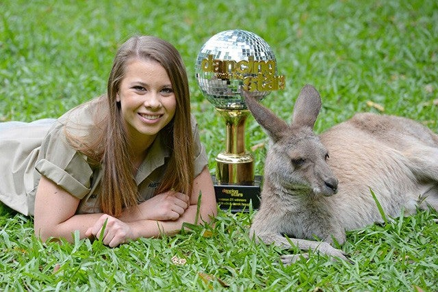 Bindi Irwin Shows Off Dwts Mirror Ball Trophy To Her