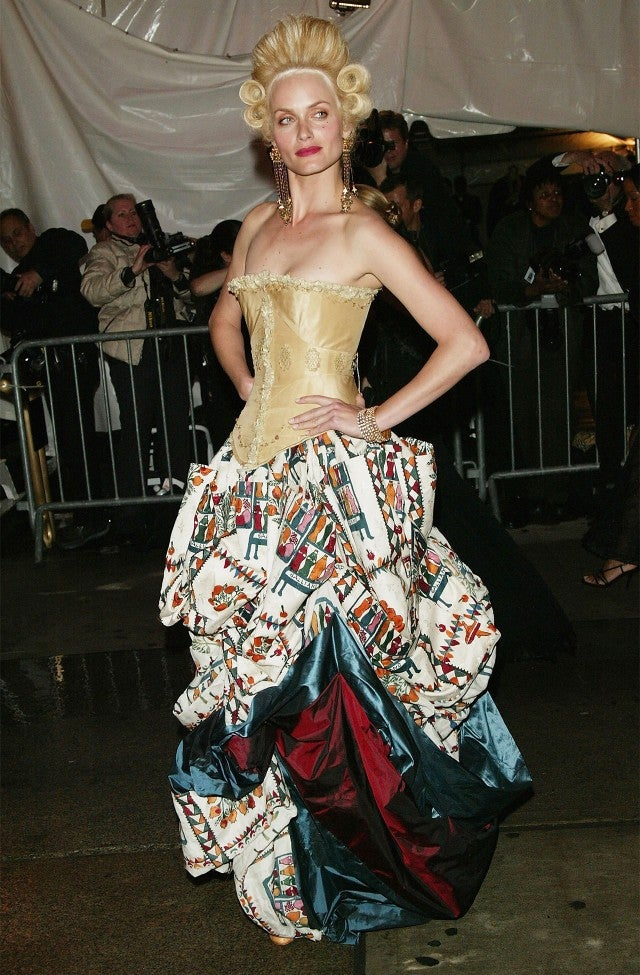 Amber Valletta at 2004 Met Gala
