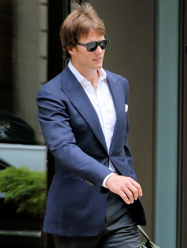 Tom Brady Steps Out With A New Hairdo Is Anyone Else Getting
