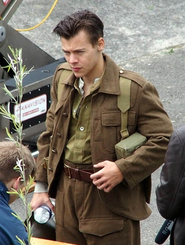 Harry Styles Shows Off His New Short Haircut On Set Of World War Ii