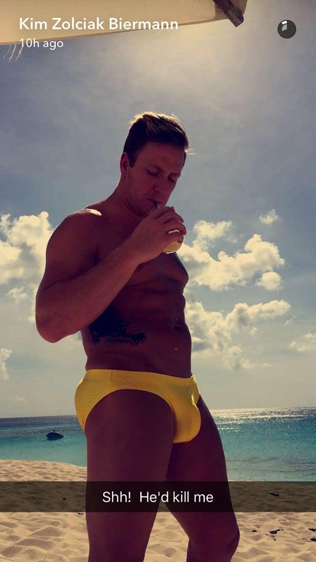b182f5225bc41 Kim Zolciak Secretly Snaps Pic of Hunky Hubby Kroy Biermann in a ...