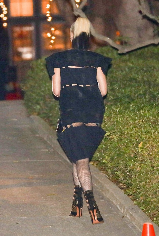 Gwen Stefani Exposes Butt In Bizarre Dress Held Together