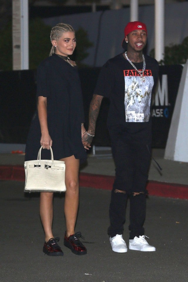 Kylie Jenner Ditches Bra In Oversized T Shirt Look Rocks