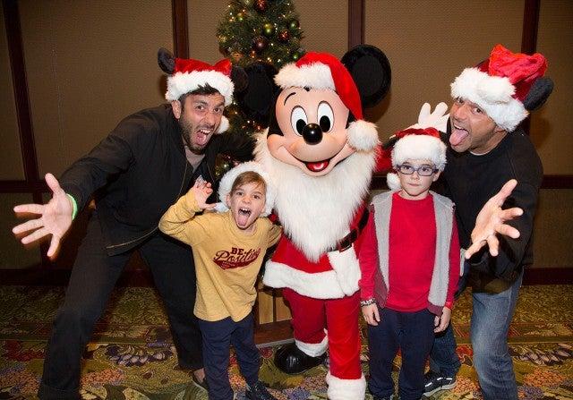 Ho ho ho ricky martins twins meet santa er mickey mouse at scott brinegardisneyland resort m4hsunfo