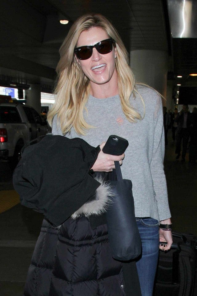 Erin Andrews Shows Off Giant Engagement Ring At Lax Airport See