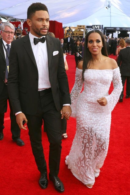 Kerry Washington Wears Safety Pin In Solidarity Steps