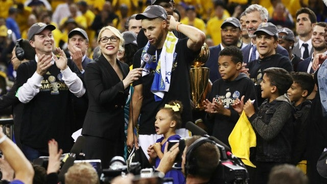 16b751ec4d98 Steph Curry Celebrates With Adorable Daughters Riley   Ryan After ...