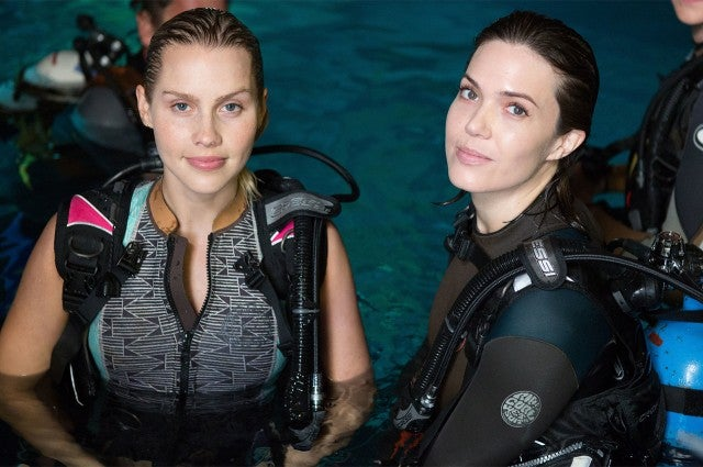 Claire Holt, Mandy Moore in '47 Meters Down'