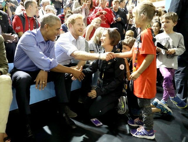 Barack Obama and Prince Harry shake hands with fan at 2017 Invictus Games