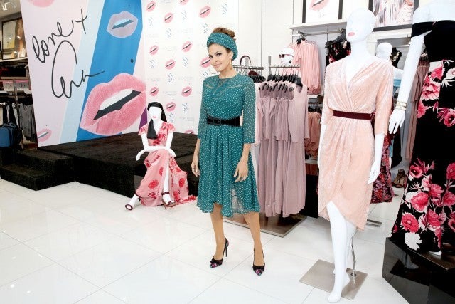 Eva Mendes at NY & Company in Cerritos
