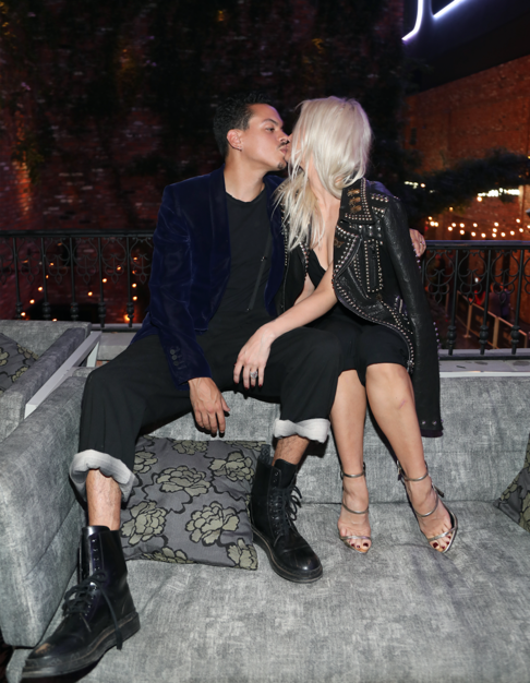 Evan Ross and Ashlee Simpson kiss