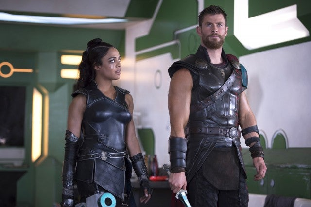 Tessa Thompson, Chris Hemsworth in Thor Ragnarok