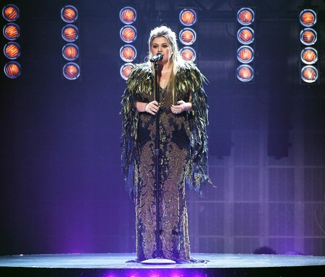 Kelly Clarkson at the AMAs