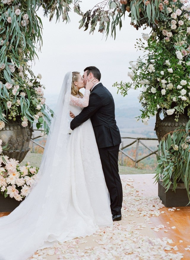 Kate Upton and Justin Verlander -- first kiss