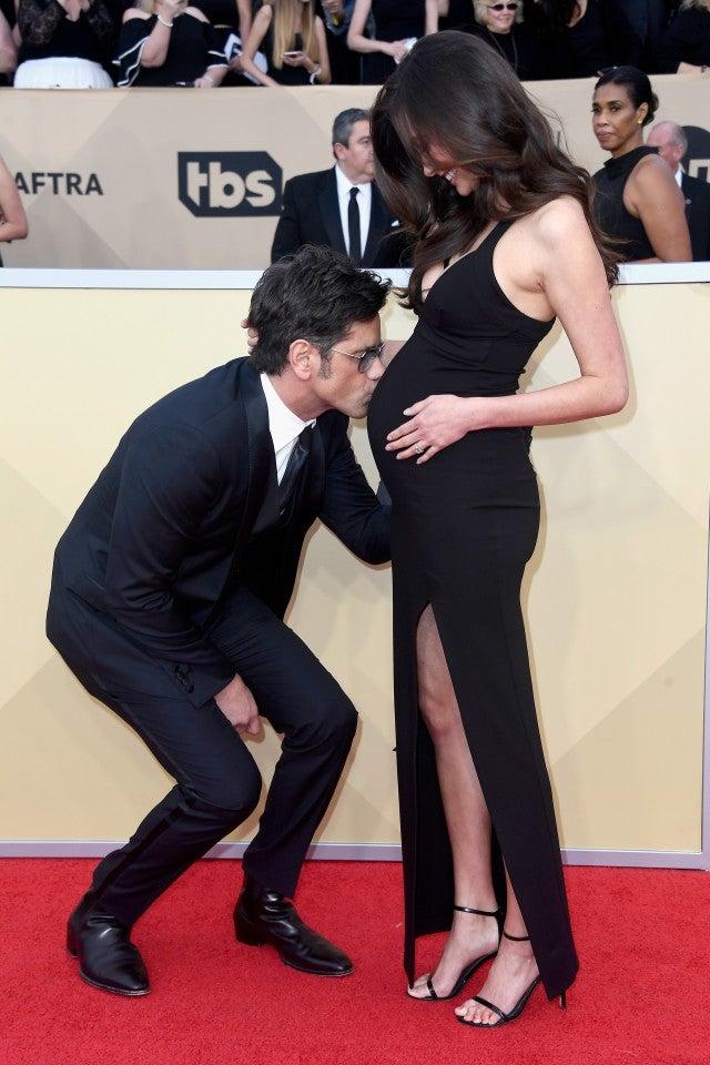 John Stamos Adorably Kisses Caitlin McHugh's Baby Bump on ...