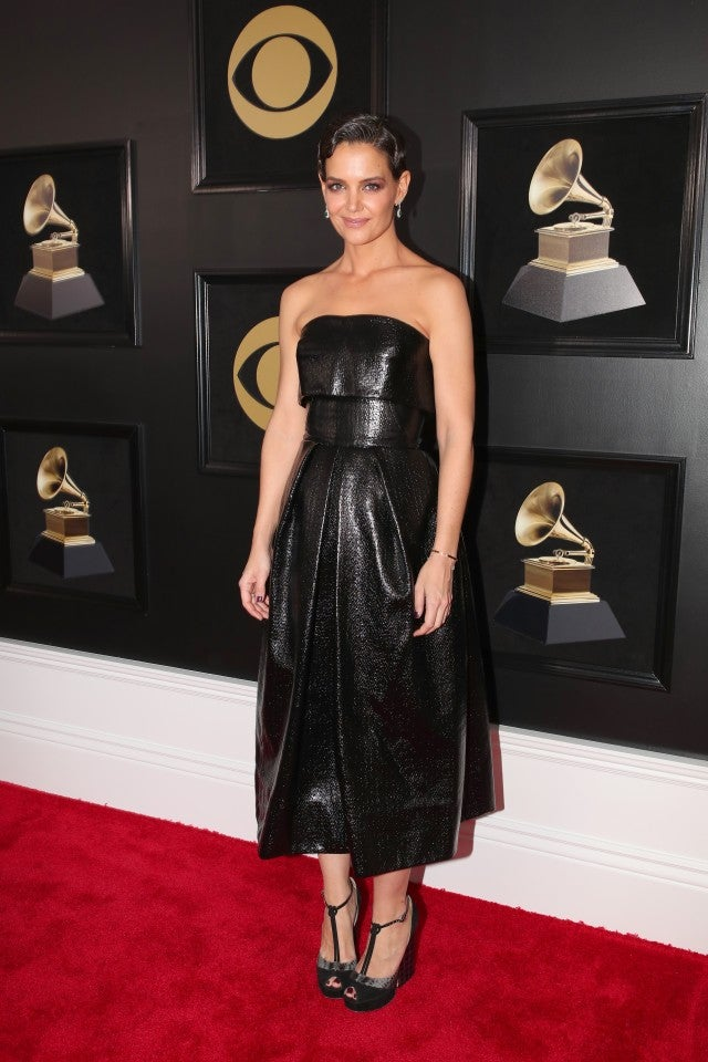 Katie Holmes Rocks The 2018 Grammys Red Carpet Solo See