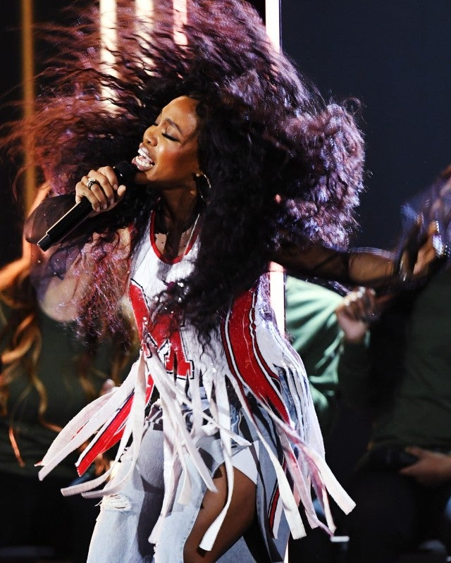 SZA Taps Into The Matrix With Her Mesmerizing Grammy Performance