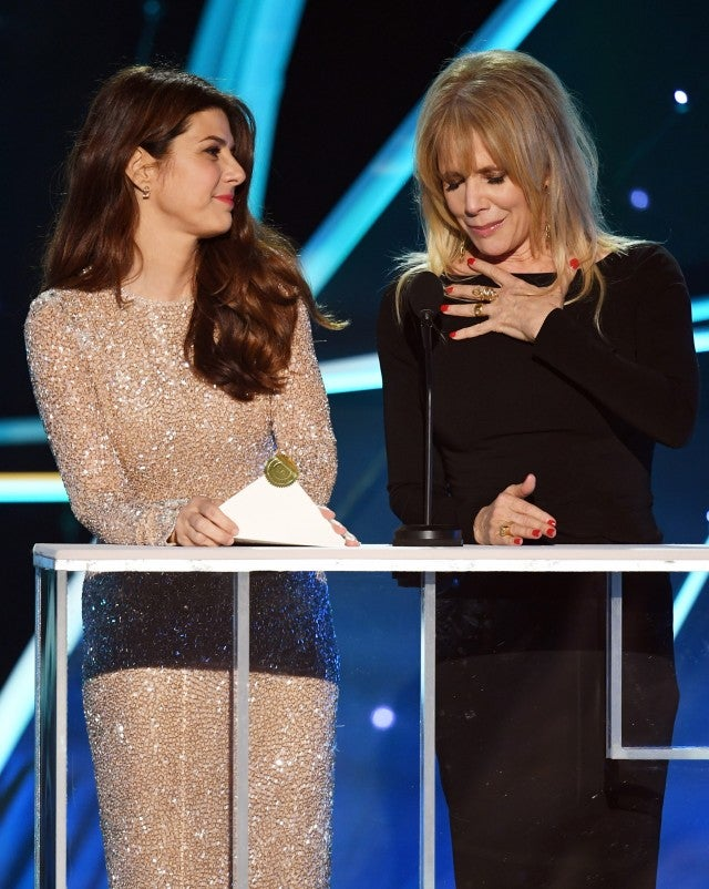 Marissa Tomei and Rosanna Arquette presenting at the 2018 SAG Awards