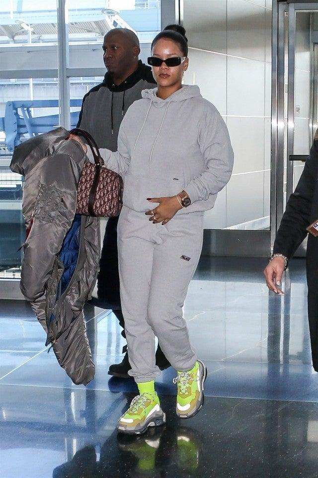 Rihanna Rocks Makeup Free Comfy Look At Airport See The