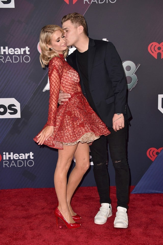 paris hilton says she 39 s 39 never felt happier 39 while gushing over chris zylka at iheartradio. Black Bedroom Furniture Sets. Home Design Ideas