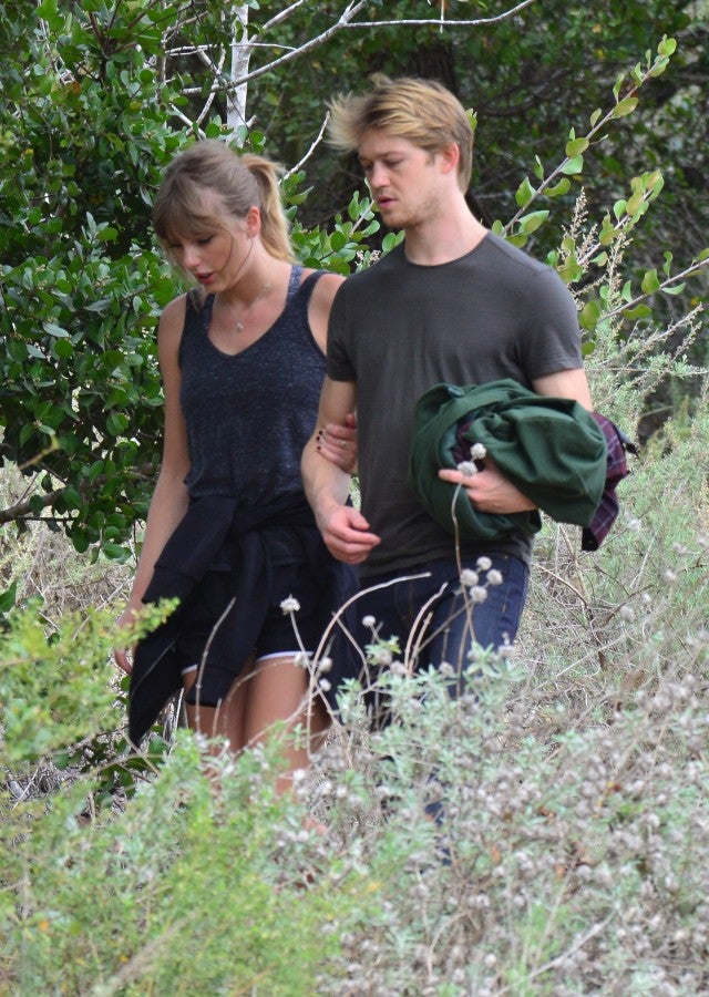 taylor_swift_joe_alwyn_hike