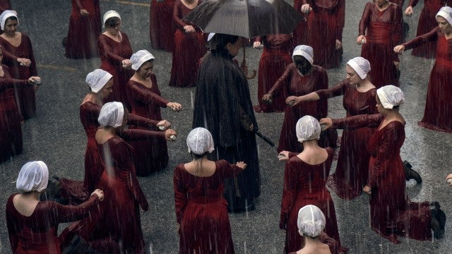 The Handmaid S Tale Cast Spills 8 Shocking Details You