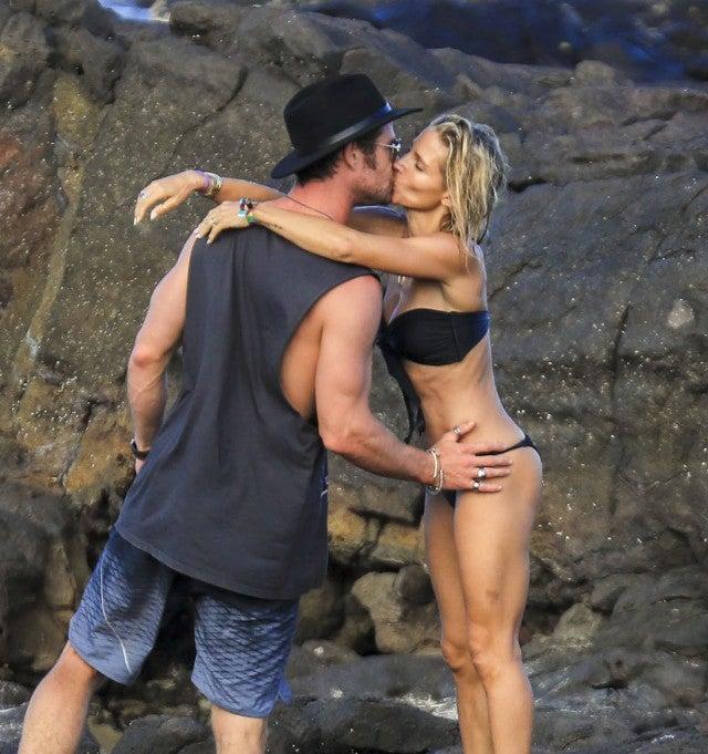 Chris Hemsworth kisses wife Elsa Pataky in Australia.