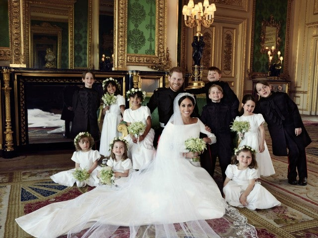 Can you spot the 'mistake' in Harry and Meghan's wedding portraits?