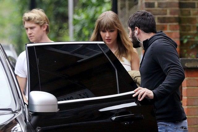 taylor swift and boyfriend joe alwyn step out for lunch date in london