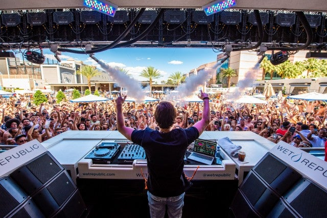 wet_republic_zedd_photo_credit_mike_kirshbaum_2_-_joseph_corral.jpg