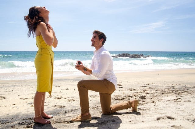 Jared Haibon proposes to Ashley Iaconetti.